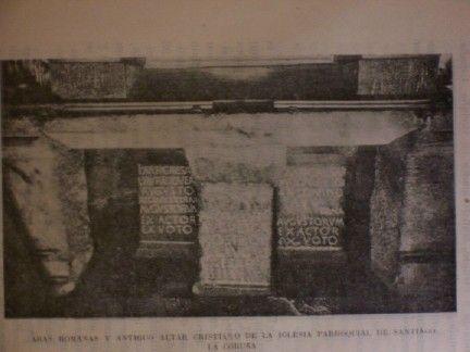 Aras romanas y altar románico en la iglesia parroquial de santiago de la coruña.