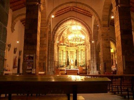 Interior de la iglesia de san pedro de soandres. laracha (coruña).